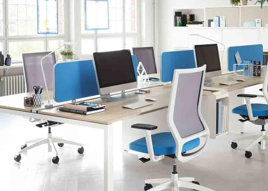 Chaise de bureau pour graphiste: designers meubles et objets. fin de