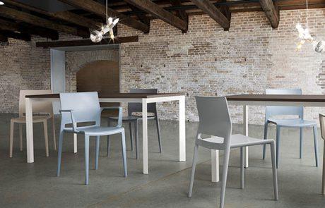 00_restaurants-bars-chaises-bakhita