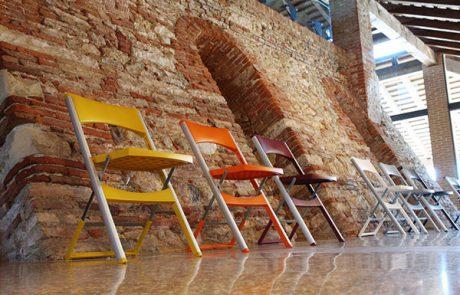 00_restaurants-bars-chaises-compact