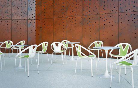 00_restaurants-bars-chaises-extreme