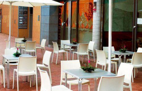 00_restaurants-bars-chaises-maya